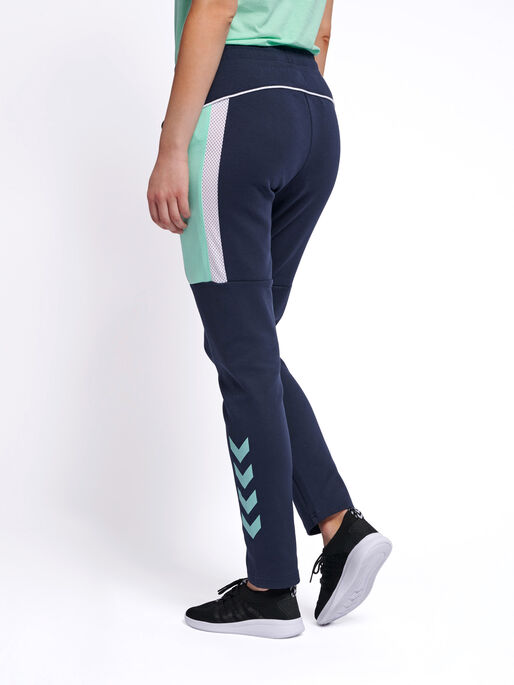 hmlNIRVANA SLIM PANTS, BLACK IRIS, model