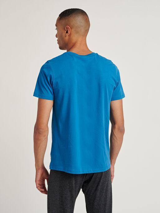 hmlACTON T-SHIRT, BLUE SAPPHIRE, model