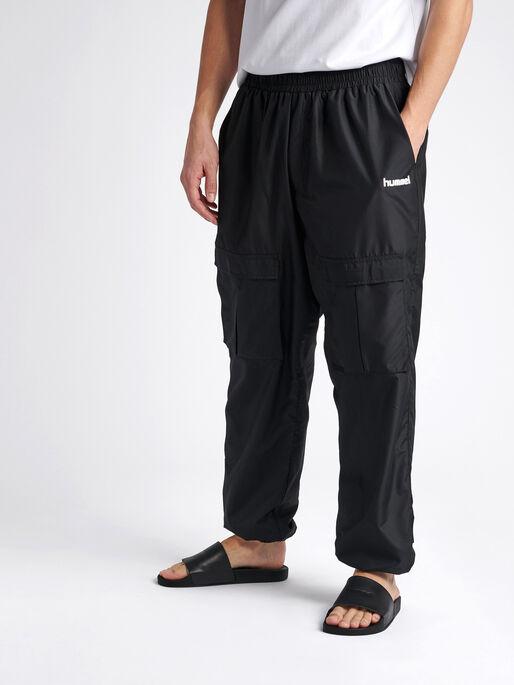 hmlSURFER OVERSIZED PANTS, BLACK, model