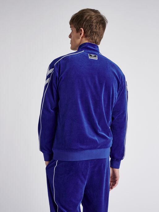 hmlFRISK VELOUR ZIP JACKET, MAZARINE BLUE, model