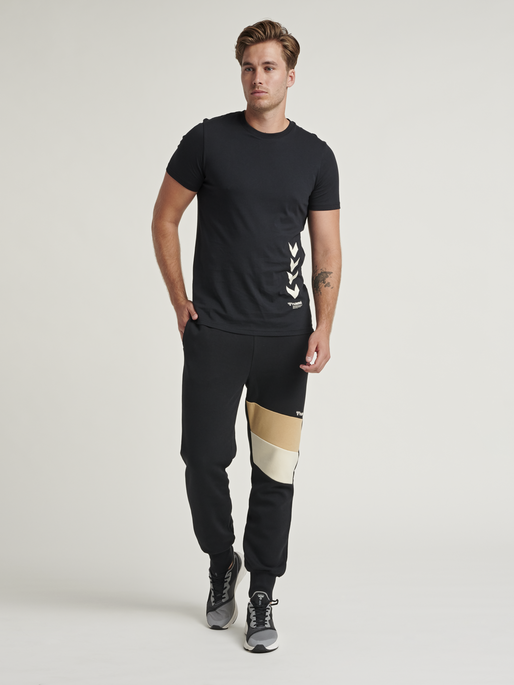 hmlAIDAN REGULAR PANTS, BLACK, model