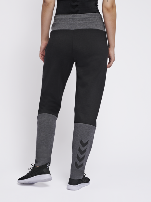 hmlESSI TAPERED PANTS, BLACK, model