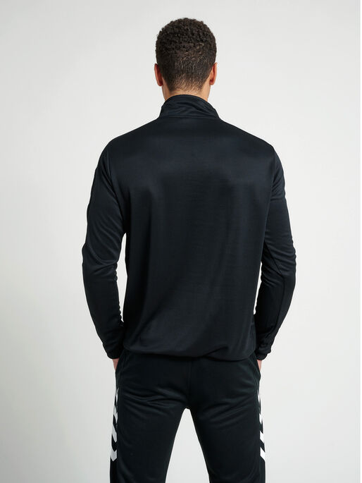 CORE 1/2 ZIP SWEAT, BLACK, model