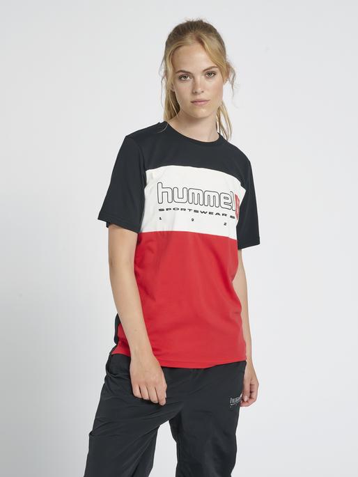 hmlLGC MUSA T-SHIRT, TRUE RED, model