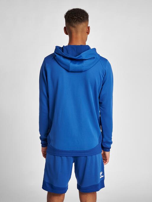 hmlLEAD POLY HOODIE, TRUE BLUE, model
