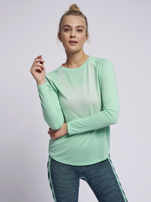 hmlVANJA T-SHIRT L/S, ICE GREEN, model