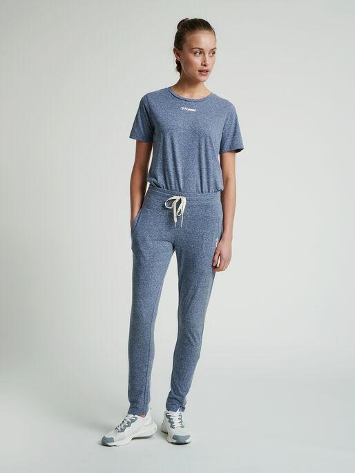 hmlZANDRA REGULAR PANTS, BLUE NIGHTS MELANGE, model