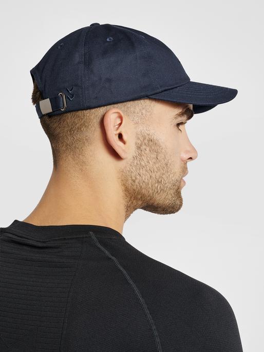 hmlLGC LEO CAP, BLUE NIGHTS, model