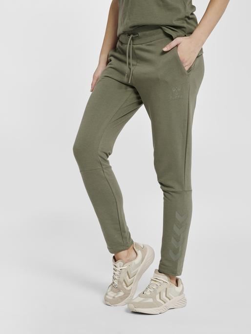 hmlNONI TAPERED PANTS, BEETLE, model