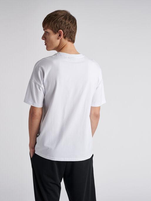 hmlBEACH BREAK T-SHIRT S/S, WHITE, model