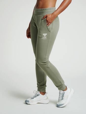 hmlSKYLAR REGULAR PANTS, VETIVER, model