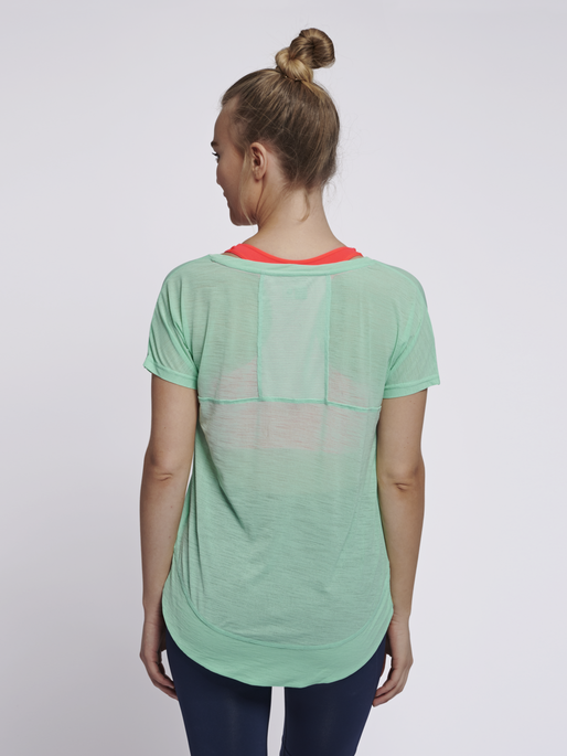 hmlSUNNY T-SHIRT S/S, ICE GREEN, model