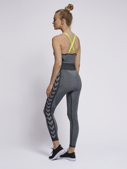 hmlGIA SEAMLESS JUMPSUIT, BLACK MELANGE, model