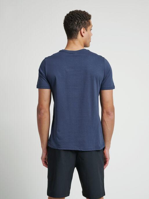 hmlLANEWAY T-SHIRT, BLUE NIGHTS, model
