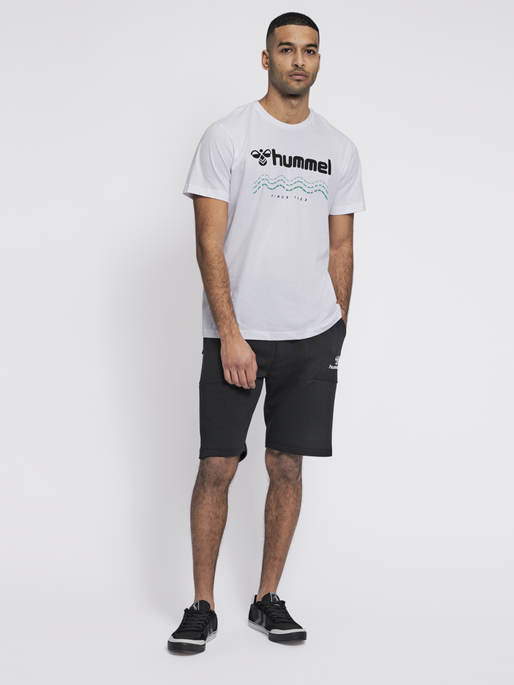 hmlAAGE 2.0 SHORTS, BLACK, model