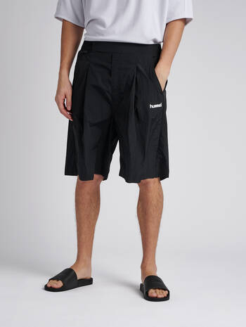 hmlVIND LONG SHORTS, BLACK, model