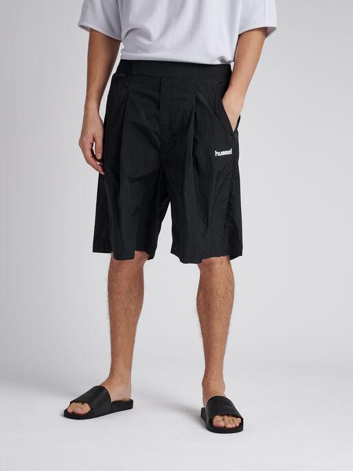 hmlVIND LONG SHORTS, BLACK, model