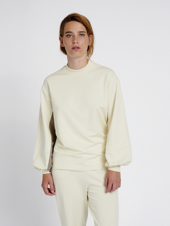 hmlGROOVY LOOSE SWEATSHIRT, WHITE ASPARGUS, model