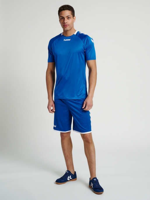 CORE BASKET SHORTS, TRUE BLUE, model