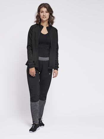 hmlESSI TAPERED PANTS, BLACK, model