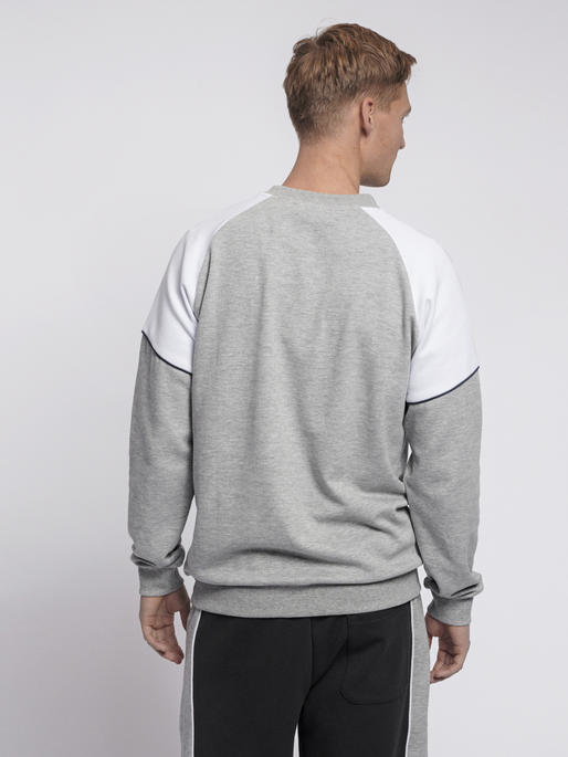 hmlLAYTON SWEATSHIRT, GREY MELANGE, model