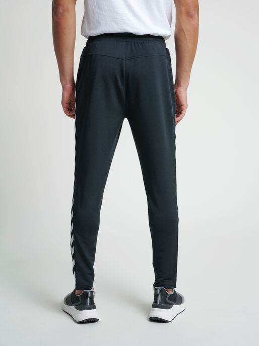 hmlNATHAN 2.0 TAPERED PANTS, BLACK, model