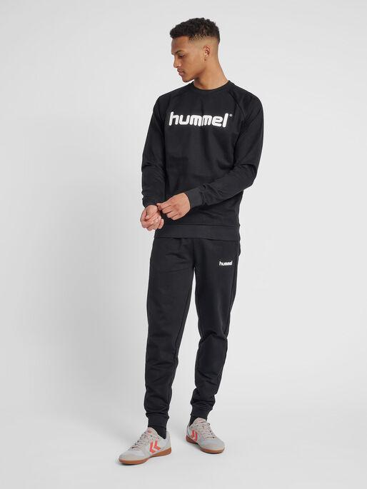 HUMMEL GO COTTON LOGO SWEATSHIRT, BLACK, model