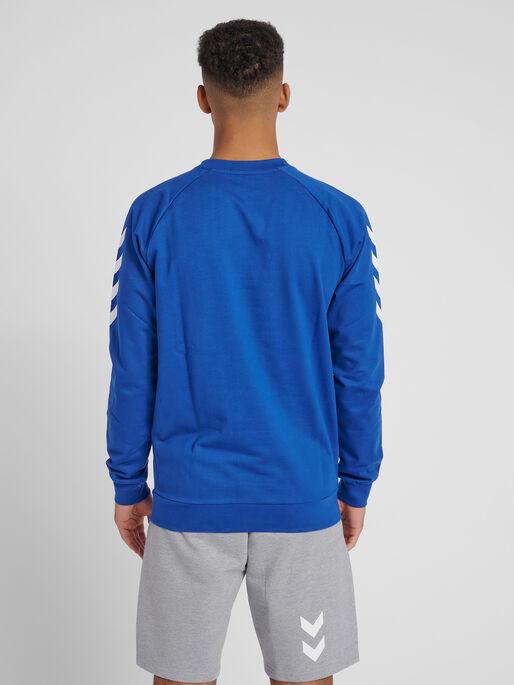 HUMMEL GO COTTON SWEATSHIRT, TRUE BLUE, model
