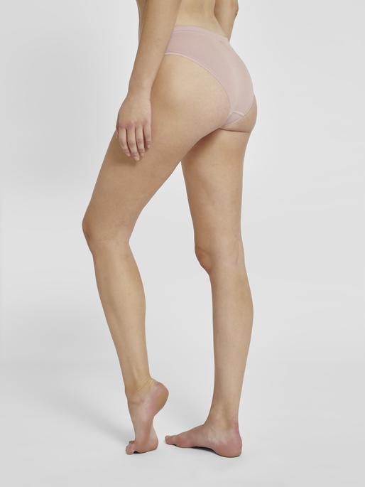 hmlJUNO SEAMLESS HIPSTER, WOODROSE, model