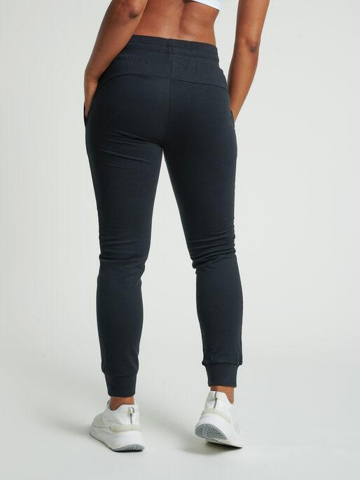 hmlSKYLAR REGULAR PANTS, BLACK, model