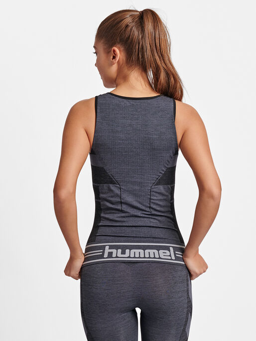 hmlGEMMA SEAMLESS TOP, BLACK, model
