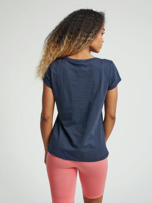 hmlAPRIL T-SHIRT, BLUE NIGHTS, model