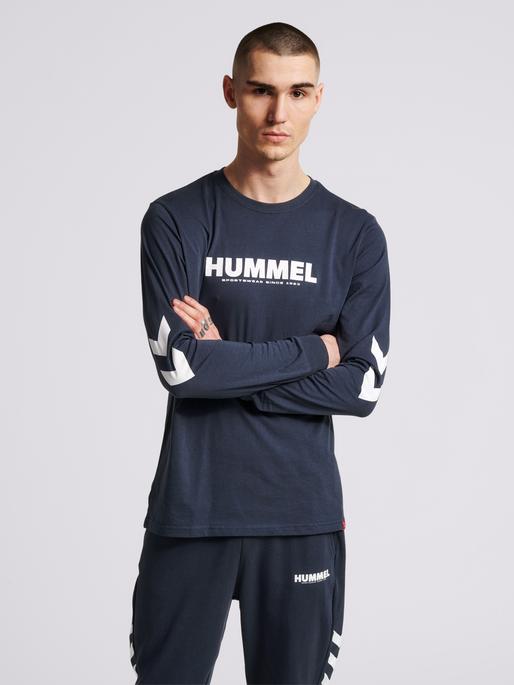 hmlLEGACY T-SHIRT L/S, BLUE NIGHTS, model