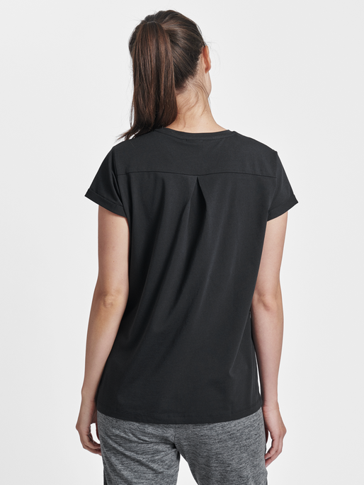 HMLISOBELLA T-SHIRT S/S, BLACK, model