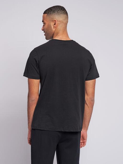 hmlVALTER T-SHIRT S/S, BLACK, model