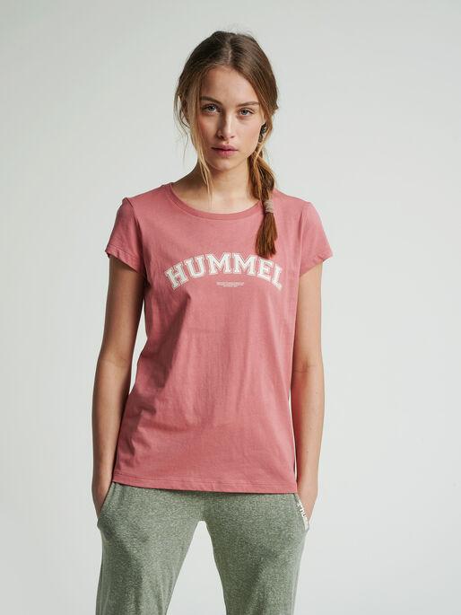 hmlCYRUS T-SHIRT, BRICK DUST, model