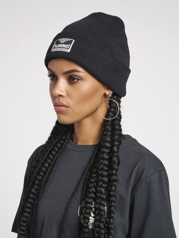 hmlEMIL BEANIE, BLACK, model