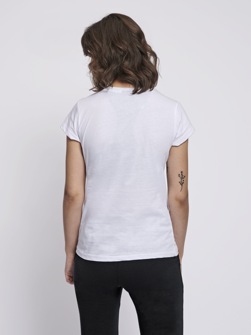 hmlSENGA T-SHIRT S/S, WHITE, model