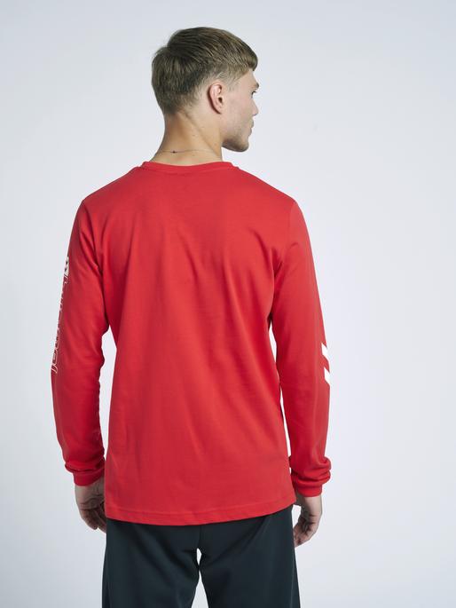 hmlLGC CRAIG T-SHIRT L/S, TRUE RED, model