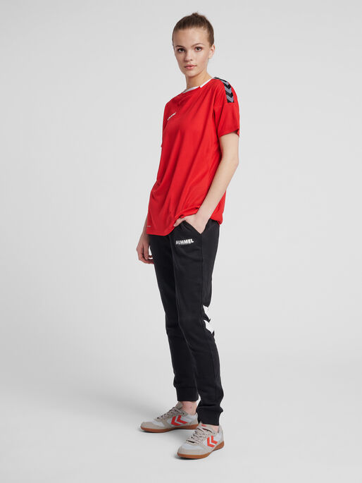 hmlAUTHENTIC POLY JERSEY WOMAN S/S, TRUE RED, model