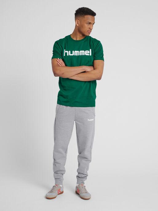 HUMMEL GO COTTON LOGO T-SHIRT S/S, EVERGREEN, model