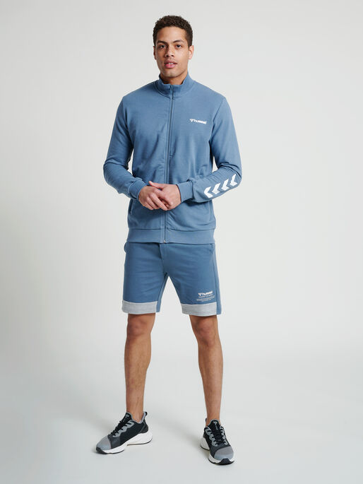 hmlCONNOR SHORTS, CHINA BLUE, model