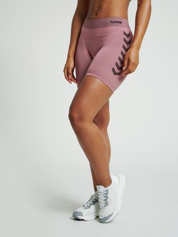 hmlFIRST SEAMLESS TRAINING SHORT TIGHTS WOMEN, DUSTY ROSE, model