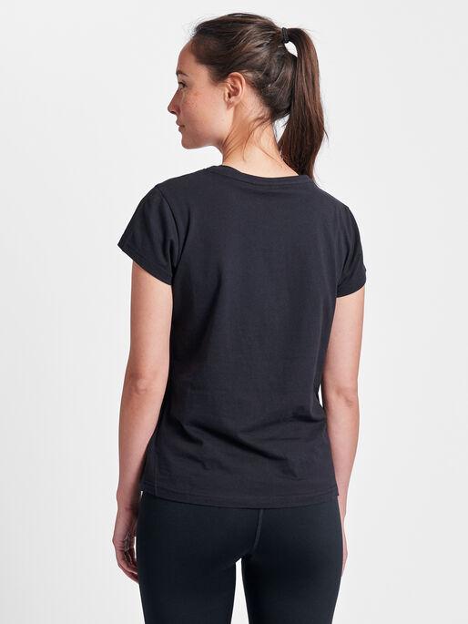 hmlROSE T-SHIRT S/S, BLACK, model