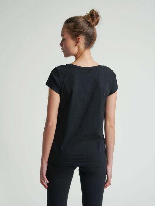 hmlSPRING T-SHIRT, BLACK, model