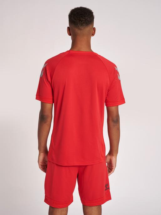 hmlLEAD S/S POLY JERSEY, TRUE RED, model