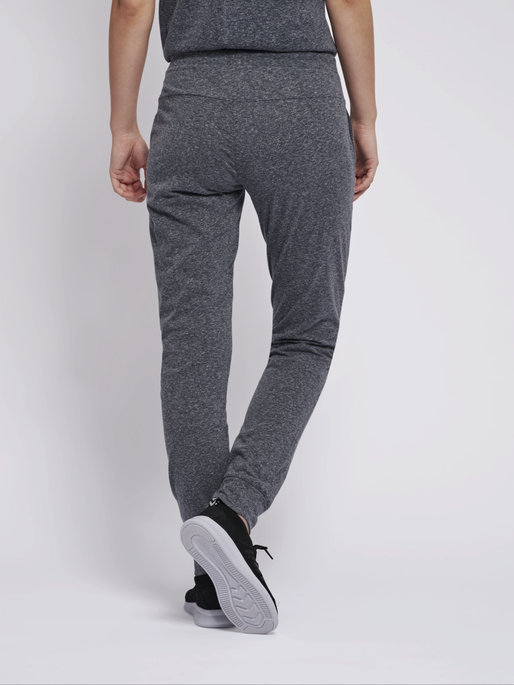 hmlPEYTON SLIM PANTS, BLACK, model