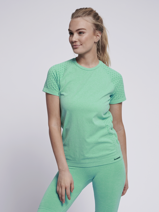 hmlCI SEAMLESS T-SHIRT S/S, ICE GREEN MELANGE, model