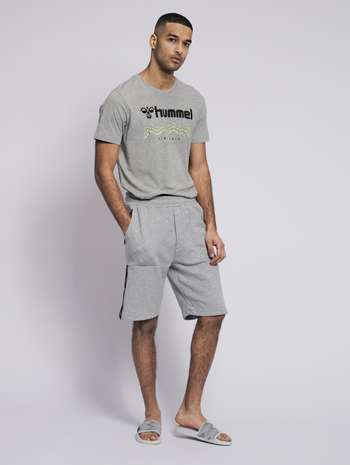 hmlAAGE 2.0 SHORTS, GREY MELANGE, model
