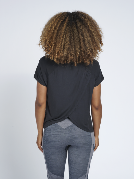 hmlFIONA T-SHIRT, BLACK, model